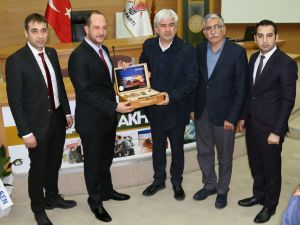 Akhisarlı AK gençler Mehmet Akif Ersoy'u andı