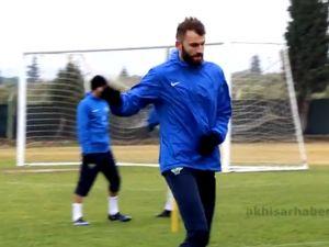 Akhisar Belediyesporun yeni transferi Mustafa Yumlu ilk idmanına çıktı
