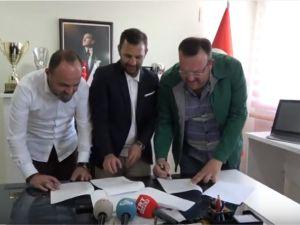 Teknik Direktör Okan Buruk, Akhisar Belediyespor'a imzayı attı