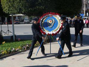 10 Nisan Polis Haftası kutlama etkinlikleri Atatürk anıtına çelenk sunma programı