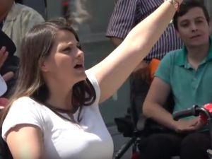 Akhisar'da engelliler anneler günü için yürüdü