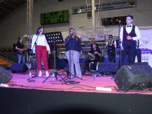 Çağlak Festivalinde Sibemol2 grubu gençleri coşturdu