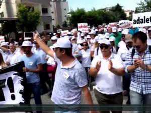 İzmir'den İstanbul'a Adalet yürüyüşü yapan İzmir CHP İl Örgütü Akhisar'da yürüdü
