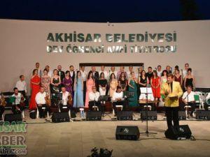 Akhisar Musiki Derneği'nin yaz konseri mest etti