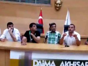 Akhisar Belediyespor Taraftarı sezon öncesi meclis salonunda toplandı ve birlik mesajı verdi