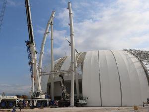 Spor Toto Akhisar Stadyumunda ilk ışıklandırma direği montajı yapılıyor