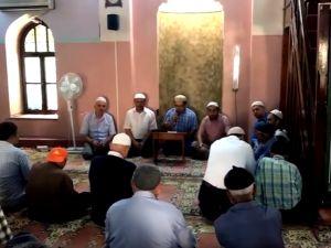 Akhisar'da Cuma namazı öncesi Yeni Gülruh Camiinde şehitlerimizin ruhuna Hatm i Şerif duası okutuldu