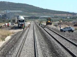 Akhisar'da şehir dışına alınan demiryolu çalışmaları bitmek üzere