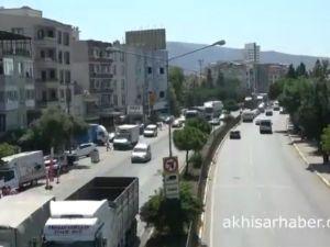 Akhisar içerisindenden geçen karayoluna bayram trafiği