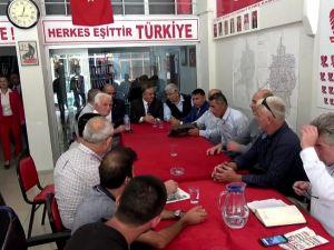 MHP Manisa Milletvekili Erkan Akçay Akhisar İlçe Teşkilatını ziyaret ederek ülke gündemini değerlendirdi