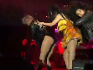 Akhisar'ın kurtuluşunun 95.yıl kutlama etkinliği Hande Yener konseri