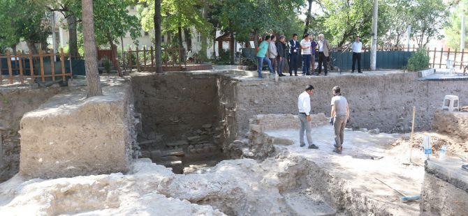 Akhisar'da kazı çalışmaları hızla devam ediyor