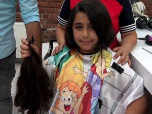 Akhisar 11 yaşındaki Elif Naz saçlarını kanser hastalarına bağışladı