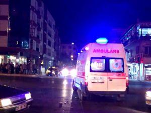 Motosiklet ambulansa çarparak durabildi