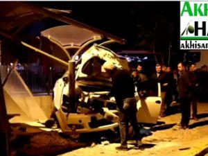 Akhisar'da trafik kazası, araçlar hurdaya döndü!