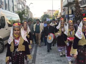 Akhisar Zeytin Hasat Şenliği Zeytine Minnet yürüyüşü