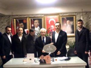 Akhisar Genç İş Adamlarından, AK Parti İlçe Teşkilatına ziyaret