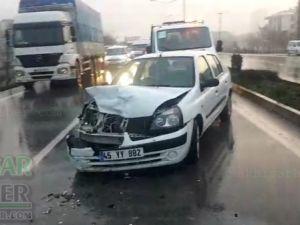 Akhisar'da yağmur zincirleme kazayı beraberinde getirdi
