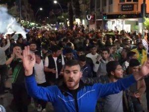 İşte Akhisarlılar kupada Galatasaray'ı eleyip finale kalmanın mutluluğunu böyle kutladı