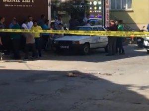 Akhisar'da sokak ortasında dehşet, karı koca sokak ortasında silahla öldürüldü