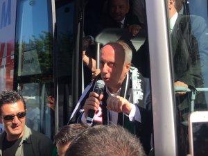 CHP Cumhurbaşkanı Adayı Muharrem İnce, Akhisarlıları selamladı