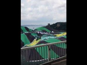 Akhisar Belediyespor bayrağı İstanbul da köprüye asıldı