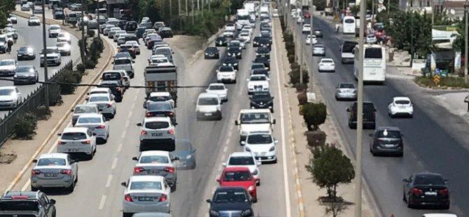 Akhisar'da bayram trafiği çilesi devam ediyor!