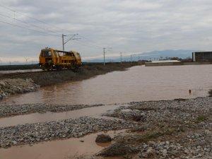 Akhisar'da sel afeti yaşanan Kayalıoğlu bölgesinde sular çekildi trafik açıldı