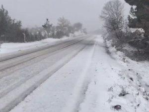 Akhisar'ın yüksek kesimlerinde kar yağışı başladı