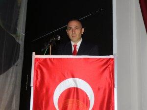 Akhisar Cumhuriyet Başsavcısı Mustafa Akbulut, 18 Mart Şehitler Günü programı okuduğu şiir