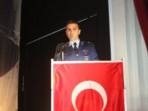 Hava Meydan Komutanlığı Hava İstihkam Üsteğmen Yasin Acur, 18 Mart Çanakkale Zaferi ve Şehitleri anma programını slayt gösterisi