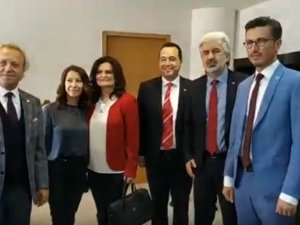 Akhisar Belediye Başkanı Besim Dutlulu, ilk gün tebrikleri kabul etti