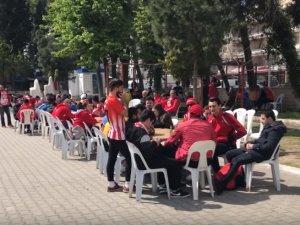 Akhisarspor taraftarı, Antalyaspor taraftarı ile buluştu
