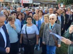 Akhisar CHP ilçe yönetimi Egemenlik Meydanında 1 Mayıs basın açıklaması