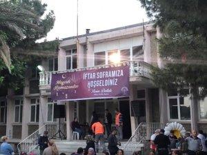 Akhisar Belediye Başkanı Besim Dutlulu, iftar sofrasında vatandaşlarla buluştu