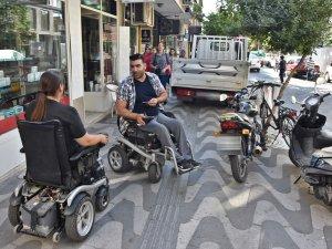 Akhisar'da engelsizlik mücadelesi devam ediyor