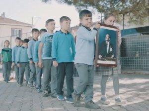 Akhisar Belediyesi'nden unutulmaz 10 Kasım videosu büyük beğeni topluyor