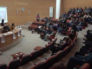 Akhisarlılara Kadınların can simidi 6284 sayılı kanun hakkında seminer verildi