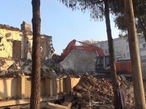 Akhisar Belediyesi eski hizmet binası yıkılarak modern yüzüne kavuşacak