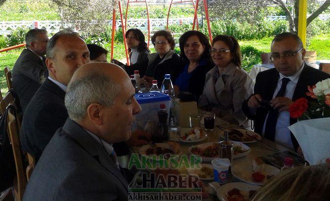 Akhisar Hazine Avukatı Leyla Varış'a Veda Yemeği